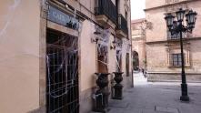 Salamanca: Ein geschmückter Pub für Halloween.